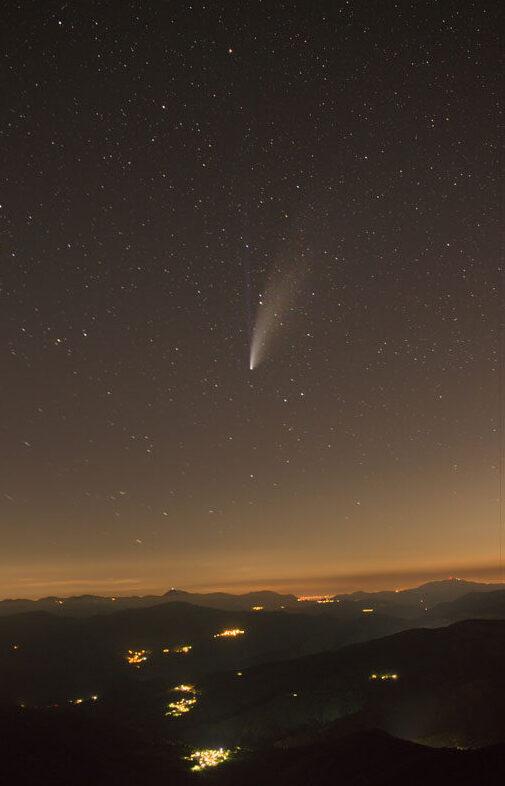 Cometa sopra la val d'Aveto. Scatto semplice senza inseguitore e obiettivo da kit