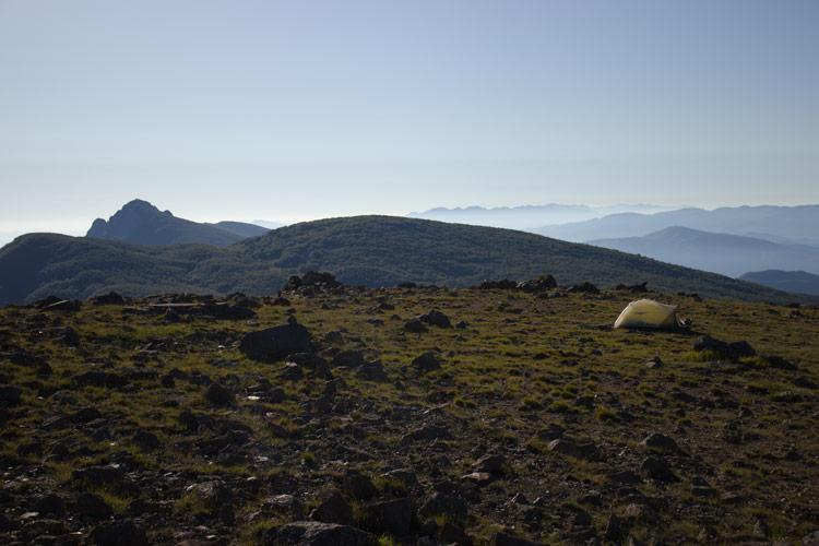 Monte Penna vista dal Monte Aiona, con tenda